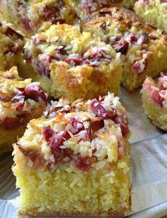 Bagning med Budget mm.: Lækker bradepandekage - med rabarber, kokos og hvid chokolade