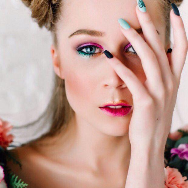Сегодня первый день лета!Ураа!!☘ Поэтому пост по-летнему яркий, красочный, цветочный! . Съемка для моделей @gmgolden.ru Макияж - @mila_garp Прическа - @ya_yuliya_tambov Фото - @elvira_tuchina . #makeup_by_milagarp #goldenmodels #креативныймакияж #makeup #makeupartist #цветноймакияж #визажист #визажистстилист #фотосет #модель #милагарп