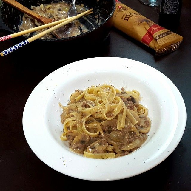 """""""Beef Stroganoff"""" with Fettuccine  Russian Food She made for me.  Very nice experience. Oh......yeah~  #beef #beefsautéed #shecooked #russiancuisine #fettuccine #russianfood #Homemade #sourcreamsauce #friendsrecipe  #niceexpirience #yum #yummy #greattaste #delicious"""