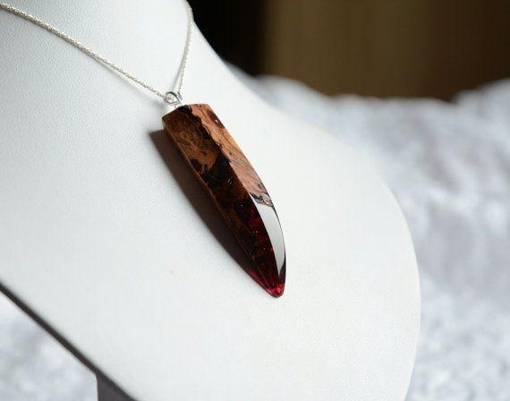 Hölzerne Kralle Anhänger, handgeschnitzte Holz mit roten Harz Halskette, einzigartige große Aussage Anhänger, recycelten Schmuckkunst aus Wald