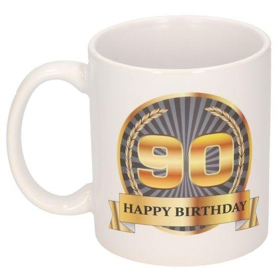 Happy Birthday mok/ beker, 90 jaar. Deze 90de verjaardag mok heeft een inhoud van c.a. 300 ml. De beker is magnetron en vaatwasmachine bestendig. Materiaal: keramiek. Hoogte: 9,5 cm. Doorsnede: 8,2 cm.