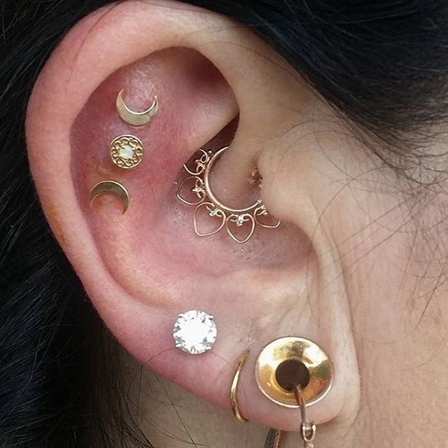 @xbrainflowerx hooked his client up with a Daith jewelry upgrade today! The Queen Of Hearts solid gold ring looks perfect in her piercing! Look at all the gold! We think this is a perfect...