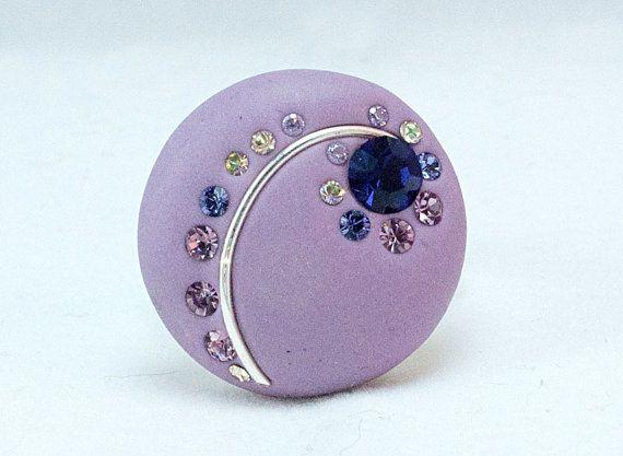 Ehi, ho trovato questa fantastica inserzione di Etsy su https://www.etsy.com/it/listing/118495245/bohemian-polymer-clay-purple-ring-with
