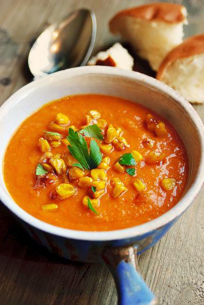 Zoete aardappelsoep met gebakken maïs http://www.njam.tv/recepten/zoete-aardappelsoep-met-gebakken-mais
