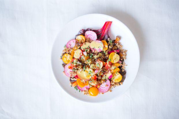 Chioggia-snijbiet salade met gekaramelliseerde peer & tijm