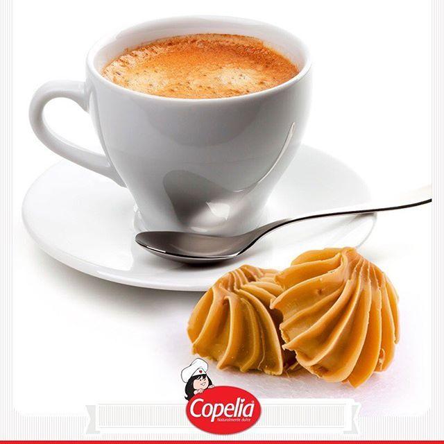 Despertar el gusto con un buen café y una deliciosa #ConchitaCopelia , ¡un placer indescriptible! www.alimentoscopelia.com Imagen vía https://goo.gl/BXMnQ3  #Panelita #Coco #Copelia #Arequipe #Dulce #Cocadas #AmoACopelia #NosGustaCopelia #Instagood #Instafood #DulceDeLeche #LecheCondensada #Postres #Dulce #Sugar #Sweet #Colombia