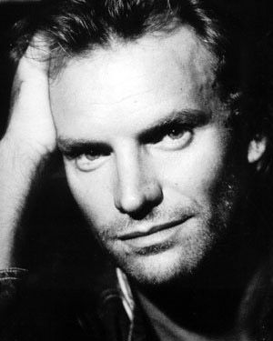 "Sting, 1987 - pic used for cover of ""Nada como el sol"" (1988), ""Fragile"" (1987) and the reissue of ""Sting & The Police - the very best of... "" (2002).  Quelle: http://www.torrentsland.com"
