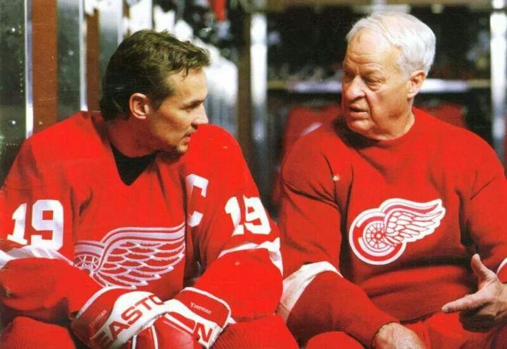 Steve Yzerman and Gordie Howe - I love this photo of 2 great wing players...