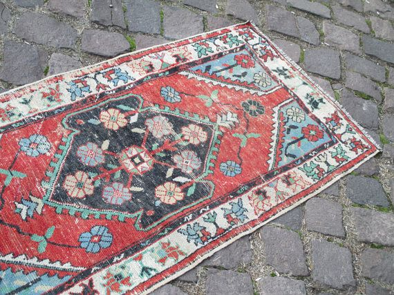 SMALL OUSHAK RUG, 67 x 31 inches 171 x 79 cm