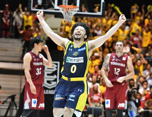 Bリーグ2016-2017 クライマックス(5)チャンピオンシップ・ファイナルレビュー 個人技と戦術、冷静と情熱、気持ちと気持ちがぶつかり合い、逆転に次ぐ逆転。Bリーグ・チャンピオンシップ(CS)ファイナル「栃木ブレックスvs.川崎ブレイブサンダース」の一戦は、バスケットボールの魅力が高濃度で凝縮さ…
