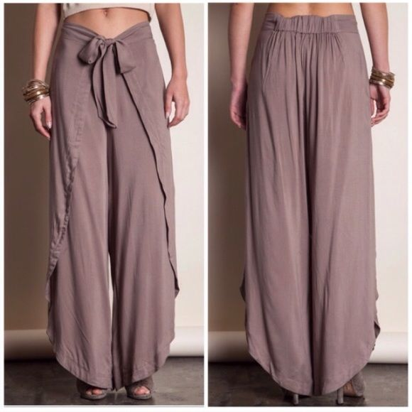 ONE DAY SALEOpen slit palazzo pants  Super cute open slit palazzo pants in mocha! Great to dress up or down! One of my favs! To purchase please comment what size you would like and I will create a listing for you  price firm unless bundled. No trades  Pants Wide Leg