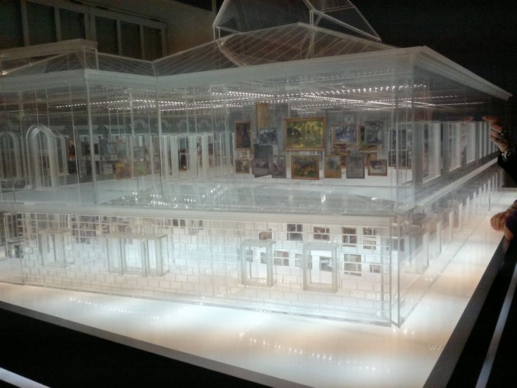 The glass model of the museum Pushkin with wonderful details of projects exposed !