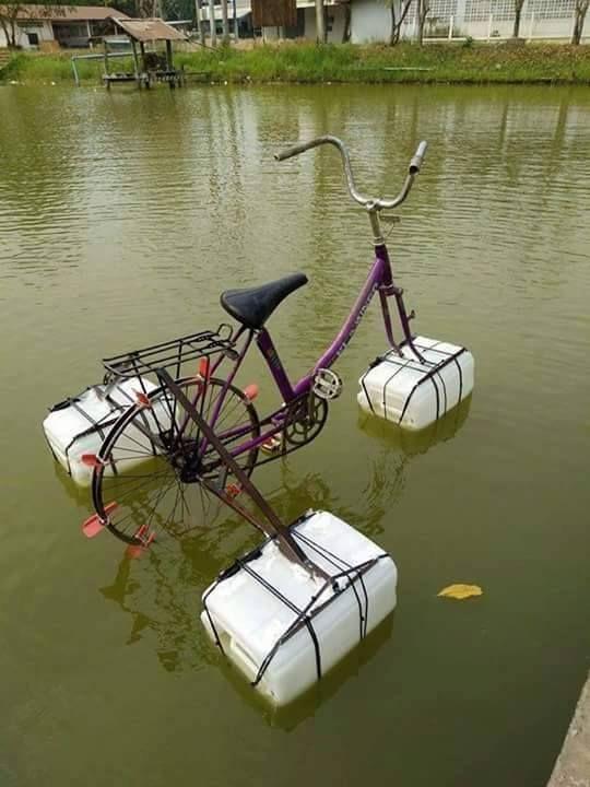 Cada vez estoy mas cerca de tener un yate http://frikinianos.es/llega-la-bici-barco/ #funny #lol #humor #divertido #risas #bicibarco