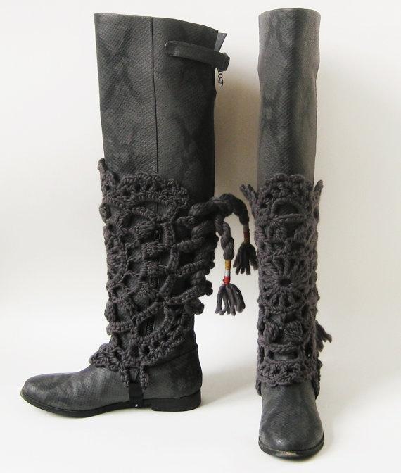 Gehaakte beenwarmers MAROUSCHKA  donker grijs by stitchingsbym, $60,00