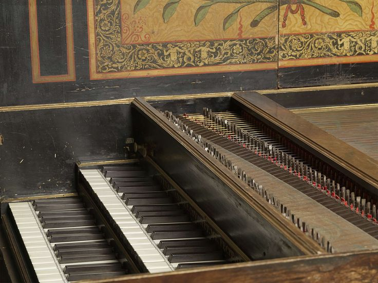 Petrus Johannes Couchet | Harpsichord, Petrus Johannes Couchet, 1669 | Clavecimbel met een gekleurd klankbord beschilderd met bloemen, vruchten en vogels. De rosette draagt de initialen J.C. en stelt een vrouw voor in een zittende houding die een harp bespeelt. De clavecimbel heeft twee clavieren boven elkaar met witte en zwarte toetsen. Links twee registers, een voor het unison en een voor de luit. Rechts twee registers, een voor het unison en een voor de octaaf. Aan de binnenkant van het…