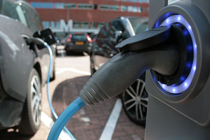Eine der Sorgen von Energieversorgern mit Blick auf die Elektromobilität bezieht sich auf ihre Auswirkung auf die Netzstabilität. Was passiert, wenn tausende Elektroautos in einem Verteilnetz…
