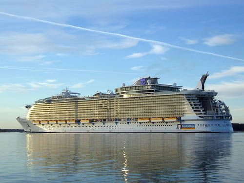 we had the pleasure of cruising on Royal Caribbean's Oasis of the Seas - the best and biggest cruiseship in the world right now ! It was truly amazing <3