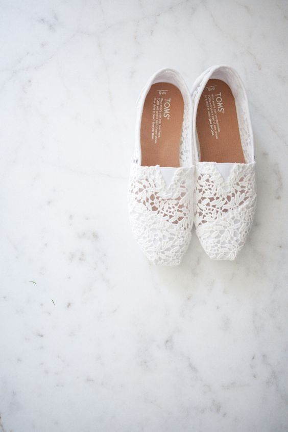 White Toms bridal flats for a comfy yet cute wedding day shoe | Photo source: Pinterest