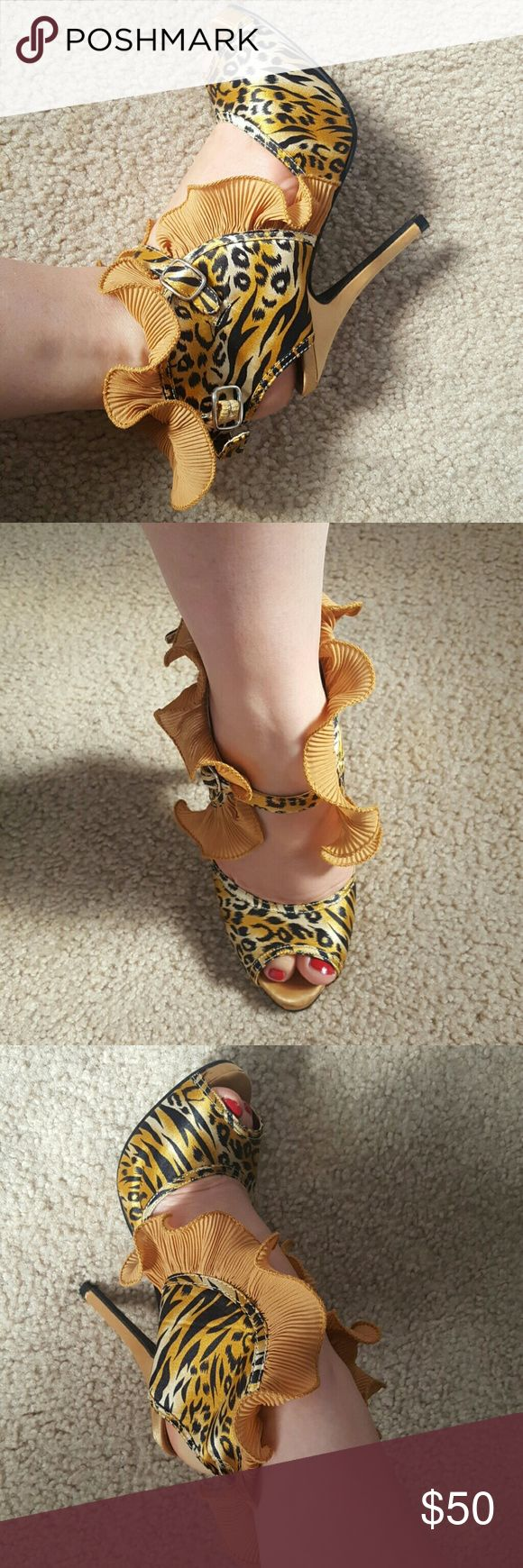 Animal prints high heels shoes elegant and sexy high heels cheetah shoes  great condition Last pic you will find the measure of the heels Shoes