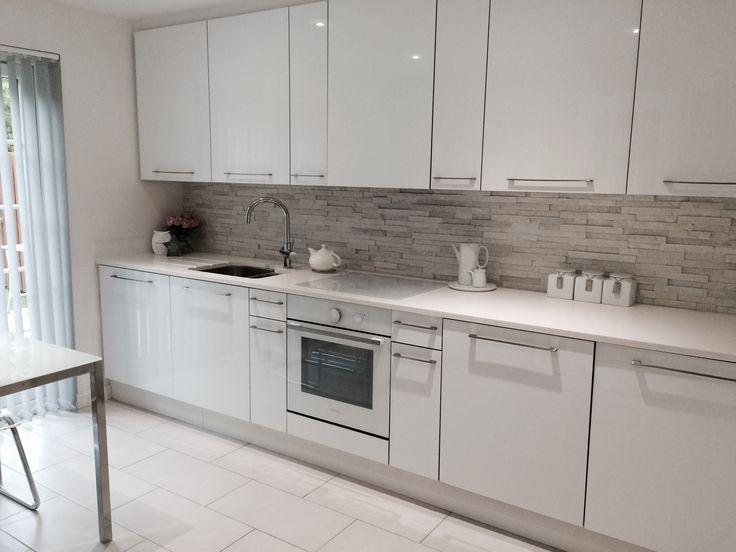 #WhiteQuartz #SplitFace #Tile #Kitchen #mrsstonestore #naturalstone #texture