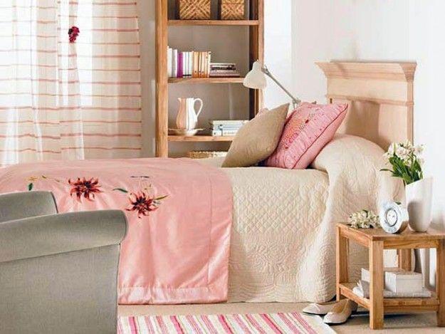 Copriletto e cuscini rosa - Bastano anche pochi complementi per arredare in rosa