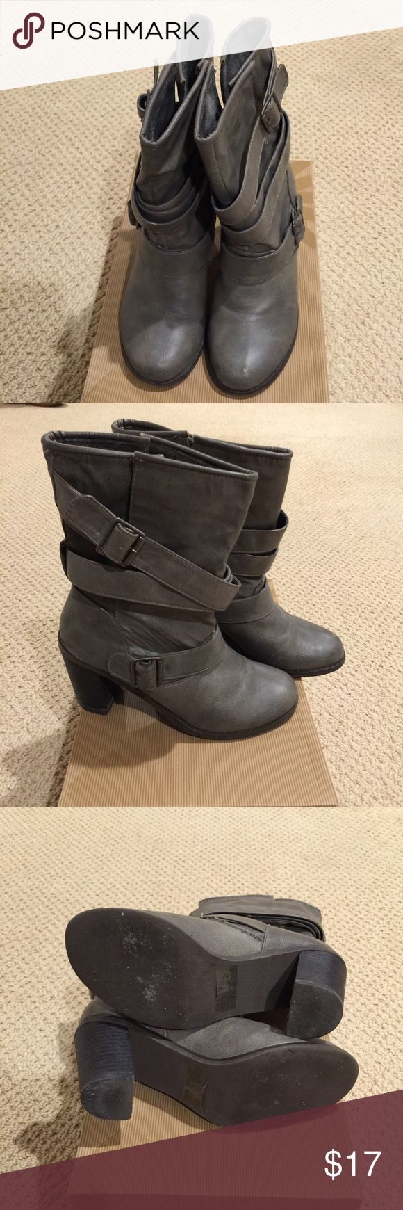 Stylish ladies ankle boots size 6M Very stylish ankle boots.  Only worn twice. Man made material. Size 6M. Minor flaws showed in the picture. Got them from Macy's. Macy's Shoes Ankle Boots & Booties
