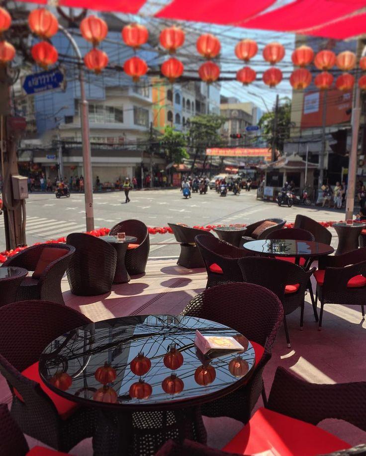 Chinatown's launch break  #thailand #bangkok #city #wanderlust #thai #thaistagram #thai_igers #igersthailand #travel #traveling #instatravel #trip #travelling #tourism #tourist#instapassport #instatraveling #mytravelgram #travelgram #travelingram #таиланд #бангкок #instabangkok #bangkokcity #park #thaistagram #urban #bkk #chinatown #chinatownbangkok by mr.serg.io