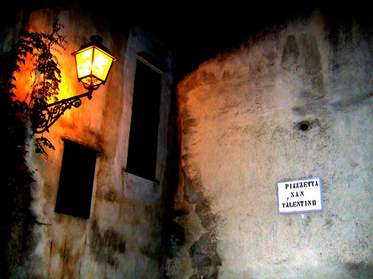 In the town of lovers, Vico del Gargano, Valentine's Day is orange-scented. San Valentino holds a rather important place in this village, for he is their patron...