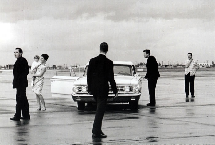 JFK,Jackie, and John Jr. with agents Clint Hill and Paul Landis