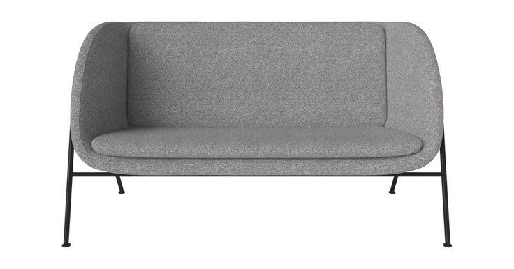 Gala er selve symbolet på enkelhet med sin moderne og massive form. Den fremstår som et fristed fra verden der den hviler på en elegant og slank stålramme. Den fås som både sofa og lenestol, og vil ta seg perfekt ut om samlingspunkt i ethvert hjem.