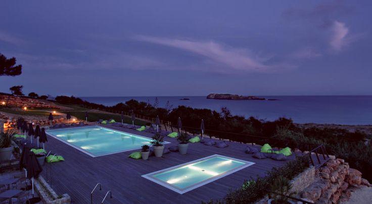 Situado em Sagres, o Martinhal tem as características próprias de um hotel 5 estrelas e a descontração e ambiente típicos de um hotel de praia.