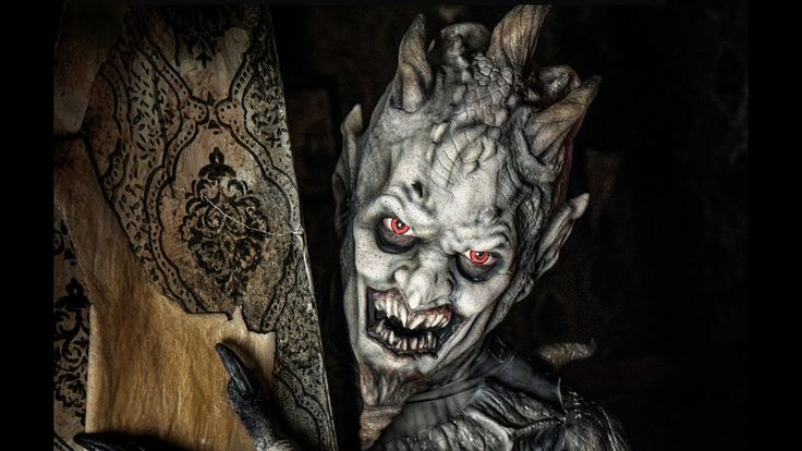 "REVIEW - ""Into the Black"" Halloween maze in Pomona, California"