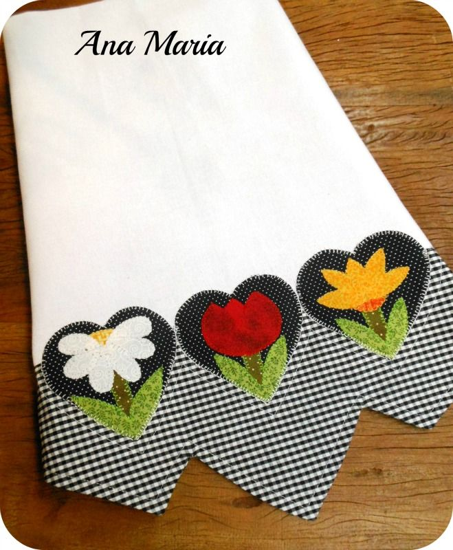 Such a pretty appliqued dish towel. Really lovely. Pano de prato com barrado.