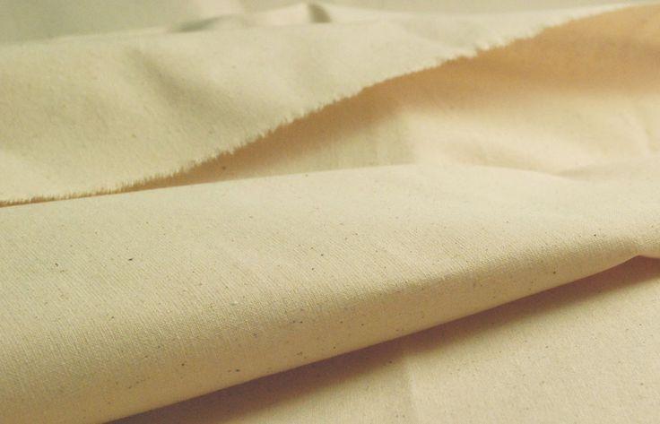 La tela GHINEA. Quante volte avremo sentito parlare di questo tessuto usato dalle nostre nonne per confezionare le lenzuola di allora. Lenzuola che lavate con la cenere e la lisciva, e stese al sole ad asciugare venivano bianche nel tempo. Erano lenzuola ruvide, che messe nel letto la prima notte erano da