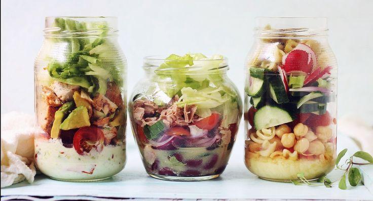 Trei salate la borcan, în 5 minute: Salată de pui cu dressing de avocado Salată cu ton şi fasole roşie Salată de paste cu legume