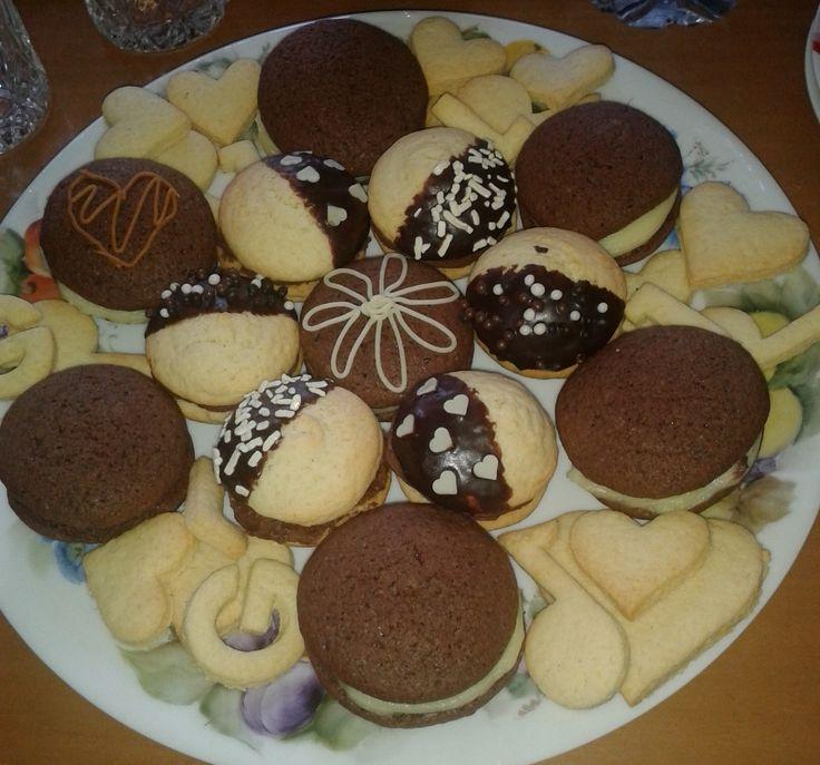 Whoopie farciti con crema pasticcera e crema al cioccolato
