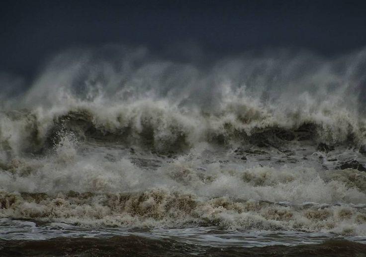 El mar Mediterráneo cabreado. The mediterranean sea pissed. #olas #waves #marmediterraneo #mediterraneansea #agua #water #efectos #effects #natureeffects #efectosdelanaturaleza #instapic #instalike #instagood #instapicture #instaphoto #natureshots #naturelovers #freelife #freelifestyle #goodvibes #buenasvibraciones #gypsysoul #nikon