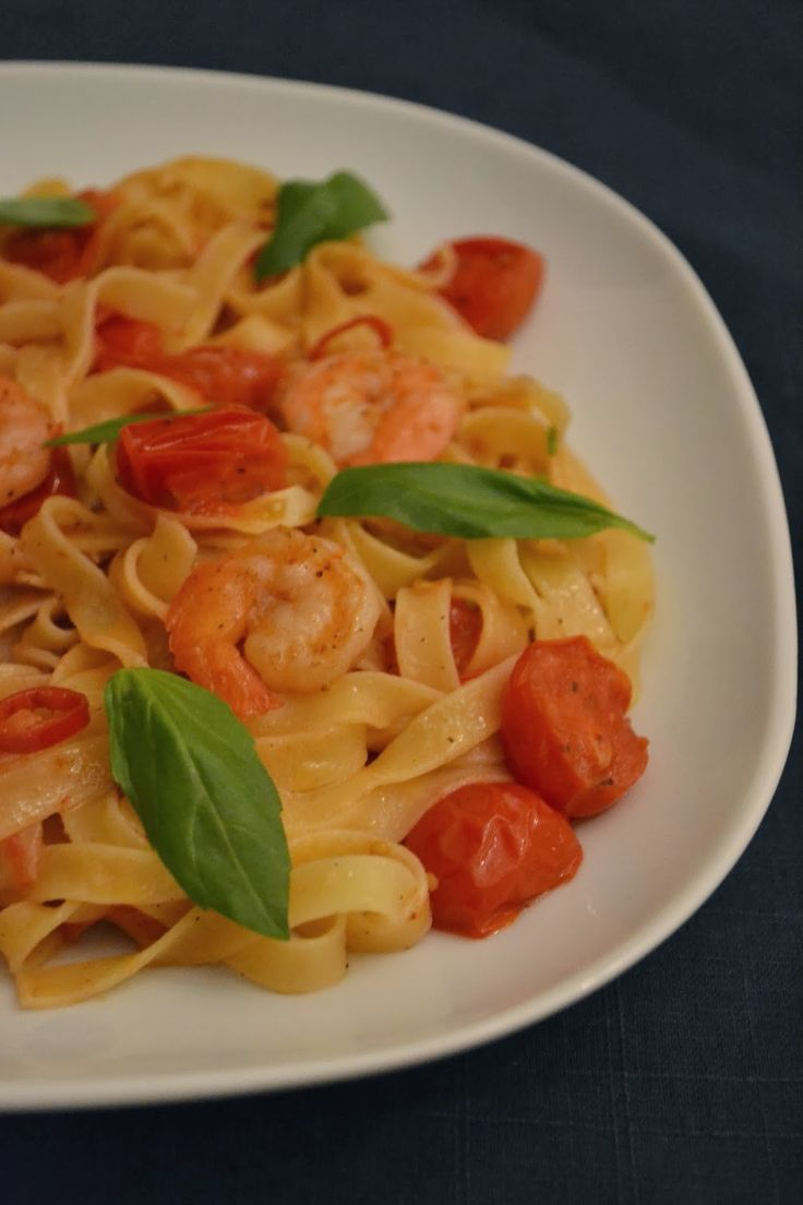 Decemberis een drukke maand, tijd dus voor een makkelijk recept! Dit is Jamie Oliver's favoriete pastagerecht en ik snap wel waarom. De ...