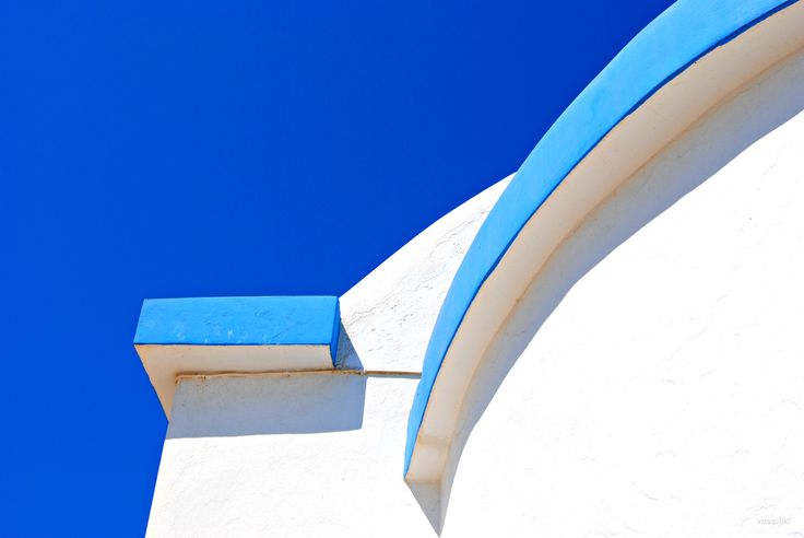 Less is More in Blue By Vassiliki Kontaxi on Qrator.com!
