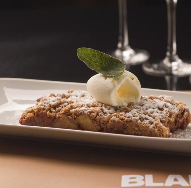 Επιδόρπια: Apple crumble servito con gelato alla vaniglia (Apple crumble με παγωτό βανίλια) - Συνταγή