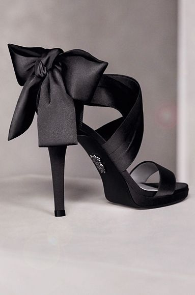 Vera Wang... yes, please.Verawang, Vera Wang, Fashion, Wedding Shoes, Black Bows, Black Shoes, Bridesmaid Shoes, Black Heels, High Heels