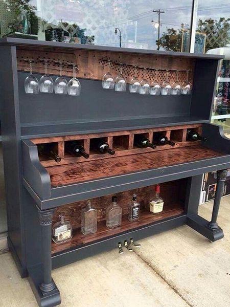 Eine Bar aus einem alten Klavier zaubern, wie das aussieht siehst du hier.