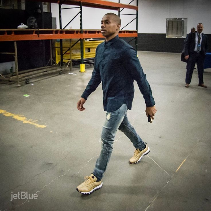 """Isaiah Thomas rocking the air max 97 """"Metallic Gold"""" before the Celtics Wizards game tonight."""