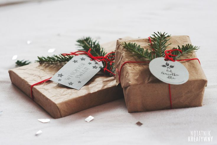 Świąteczne etykiety DIY do wydruku   pomysł na pakowanie prezentów