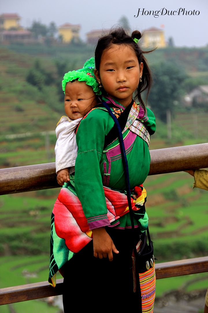 Ethnic minority girl's looking after her - SAPA - VIET NAM, Lao Cai