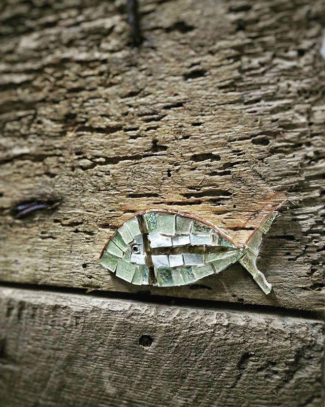 ...particolari .. Oro bianco invertito, rame, smalti veneziani. #nonsolopesci #rossellacasadio #homify #mosaico #quadri #paint #galleria #gallery #oroinvertito #rame #copper #smaltiveneziani #design #arte #artista #artistas #art #artistaitaliano #homedesign #Cesenatico #modernart #contemporaryart #creativity #beautifuldecor #whitegold #мозаика  #vscocam #beautifulpainting #madeinitaly #luxury