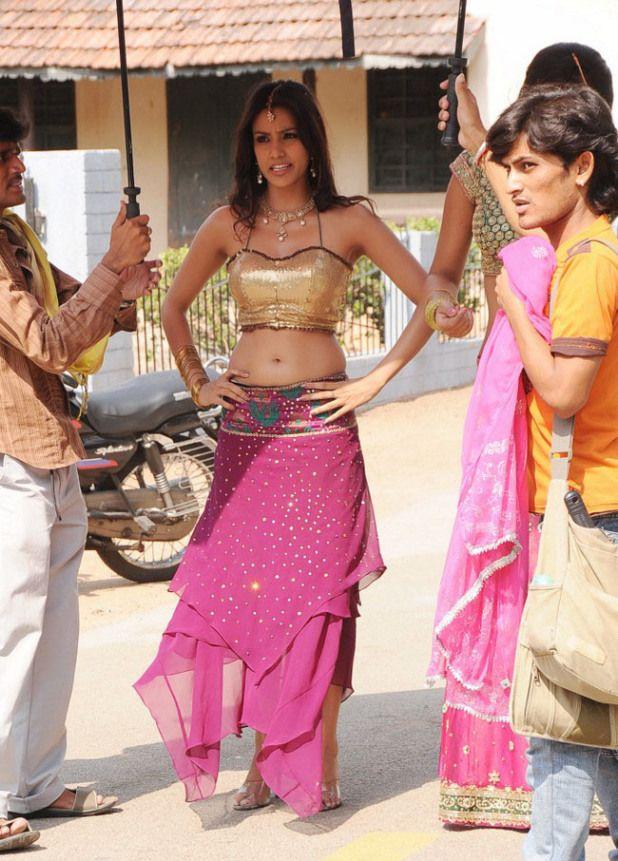 Priya Anand Latest Hot Navel Show Photos Pics Images Stills 2013