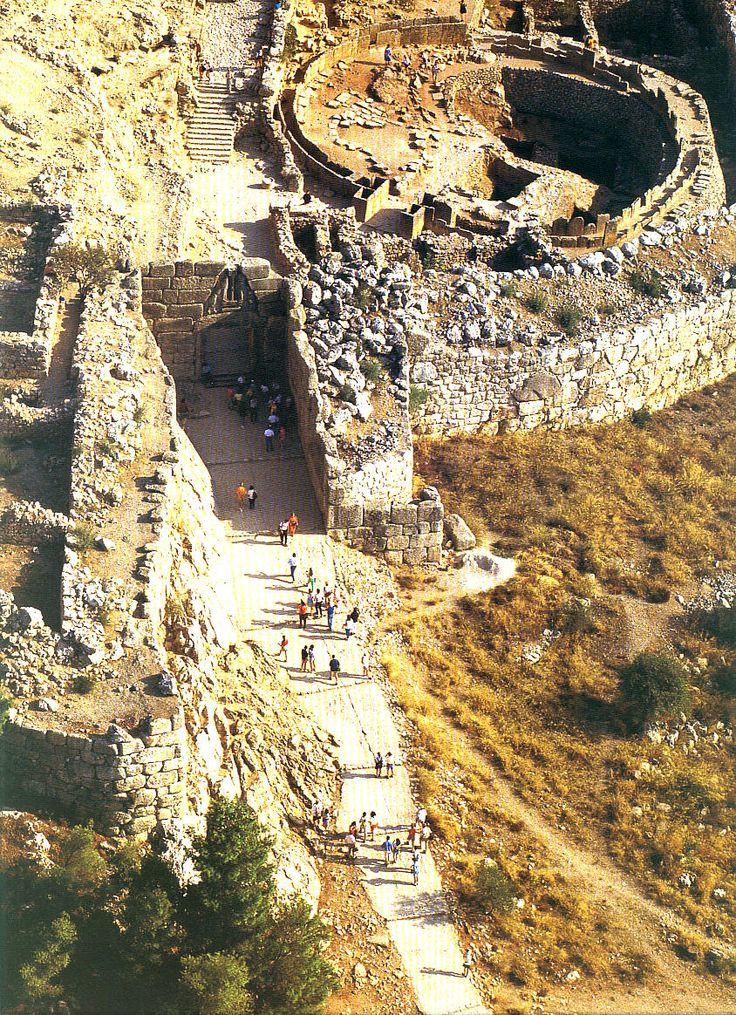 Rampa de acceso a la puerta de los leones entrada for Puertas de entrada principal
