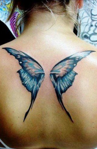 Женская татуировка оберег крылья бабочки на спине между лопаток