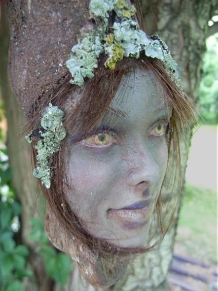 Необычные авторские куклы Татьяны Раум — Chopoli. Это очень необычные авторские куклы — Wooden Spirit — духи деревьев или духи леса… Куклы вырезаны мастером прямо на дереве, очень впечатляющее зрелище…